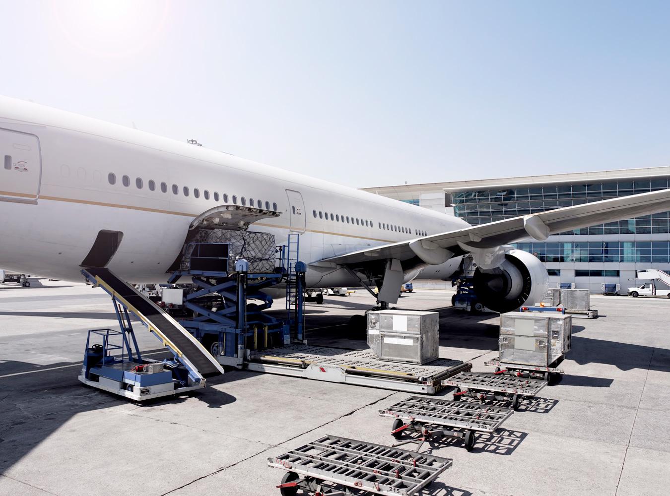 Logistics 4 Pharma - Service - Pharma-logistics - Cargo; Cargo is transported into the aircraft